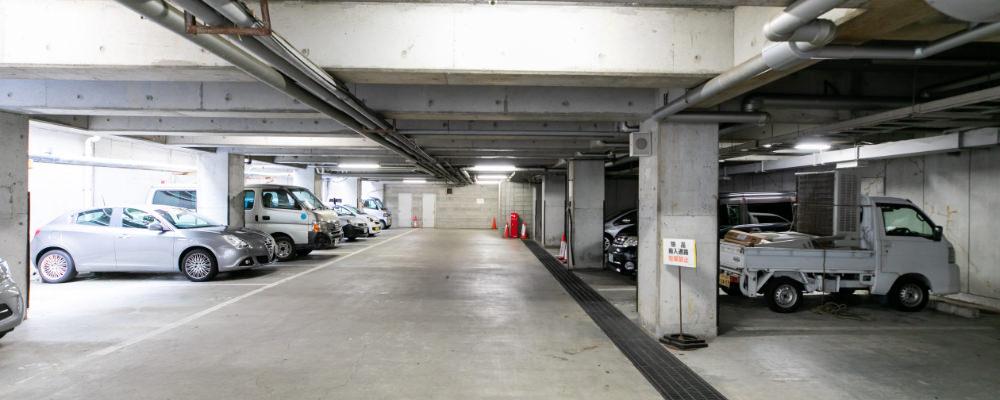 地下駐車場14台・・・本館地下の写真